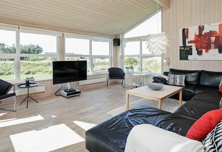Pleasing Holiday Home in Løkken With Sauna, Lokken, Sala de estar