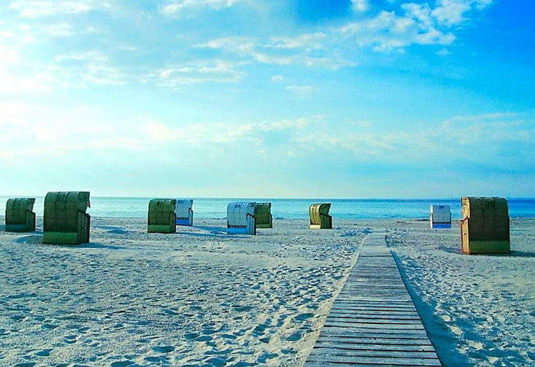 4 Star Holiday Home in Grömmitz, Groemitz, Plaża