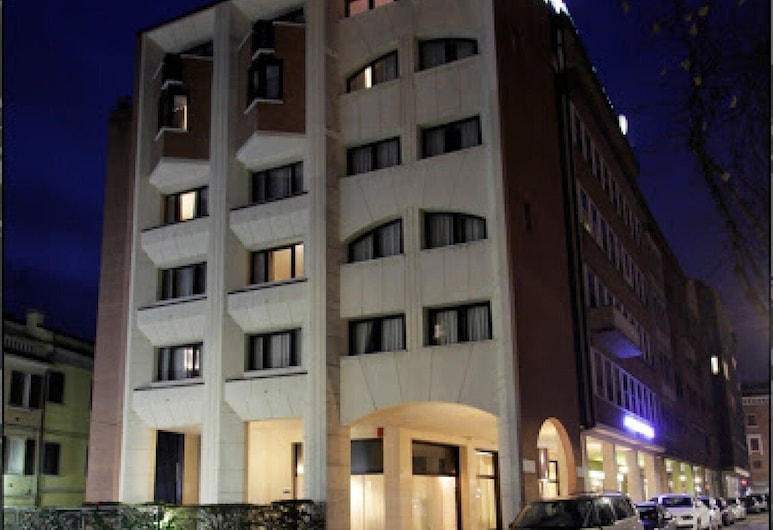 Affittacamere Touring, Ferrara, Hotel Front – Evening/Night