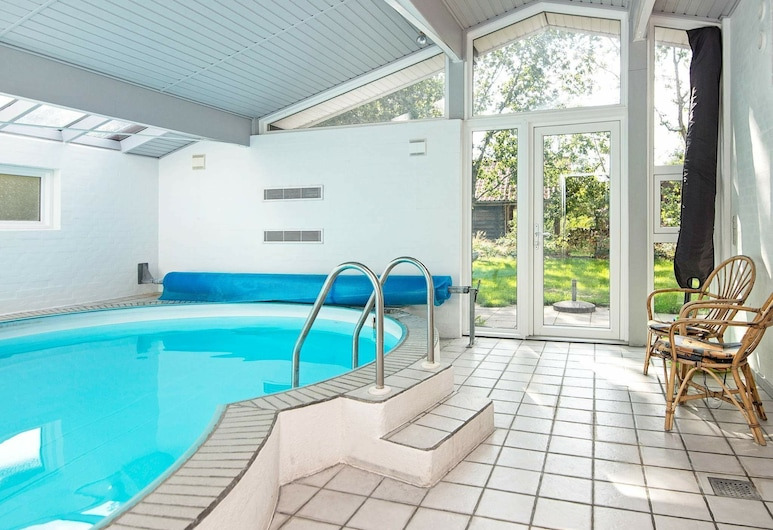 Quaint Holiday Home in Ørsted With a Swimming Pool, Ørsted, Uima-allas