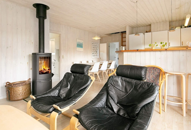 Fabulous Holiday Home in Hals With Whirlpool, Hals, Sala de estar