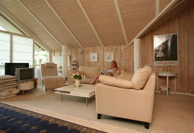 Serene Holiday Home in Dronningmølle With Sauna, Dronningmolle, Sala de estar