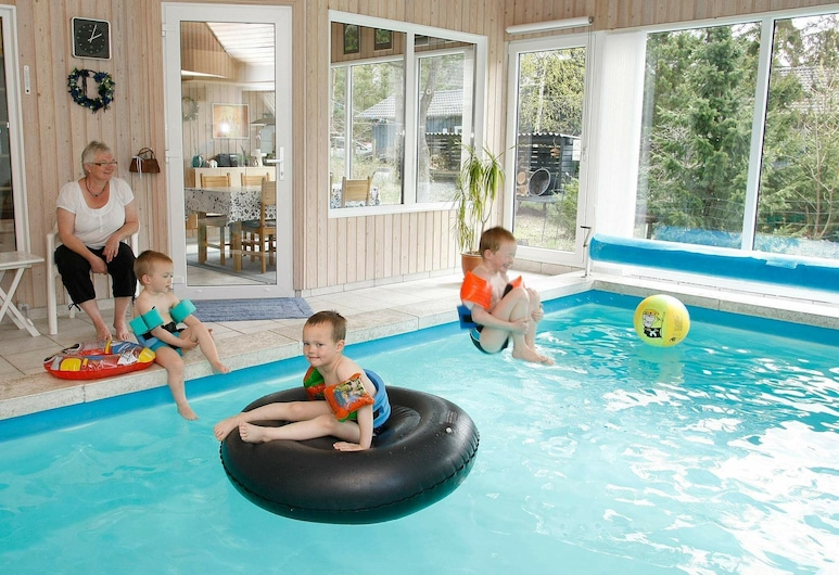 Luxurious Holiday Home in Hals With Private Swimming Pool, Hals, Baño