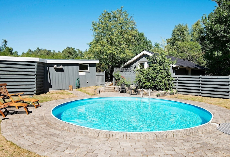 Cozy Holiday Home in Rønde Jutland With Private Pool, Ronde, Havuz