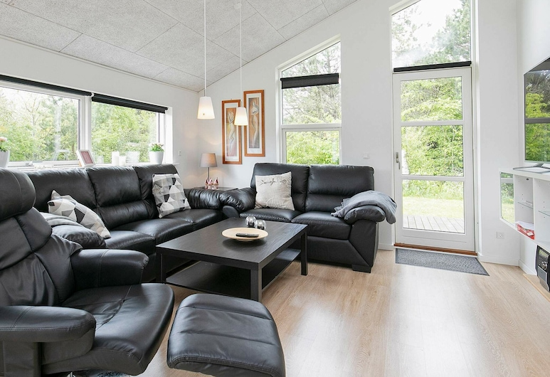 Enticing Holiday Home in Jutland With Indoor Whirlpool, Logstor