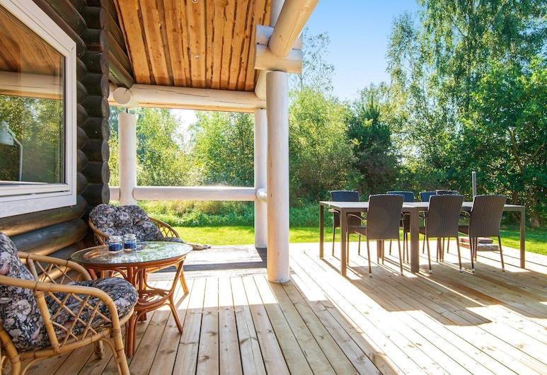 Spacious Holiday Home in Ebeltoft Denmark With Terrace, Ebeltoft, Balcón
