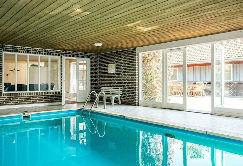 Spacious Holiday Home in Orsted Jutland With Pool, Ørsted, Havuz