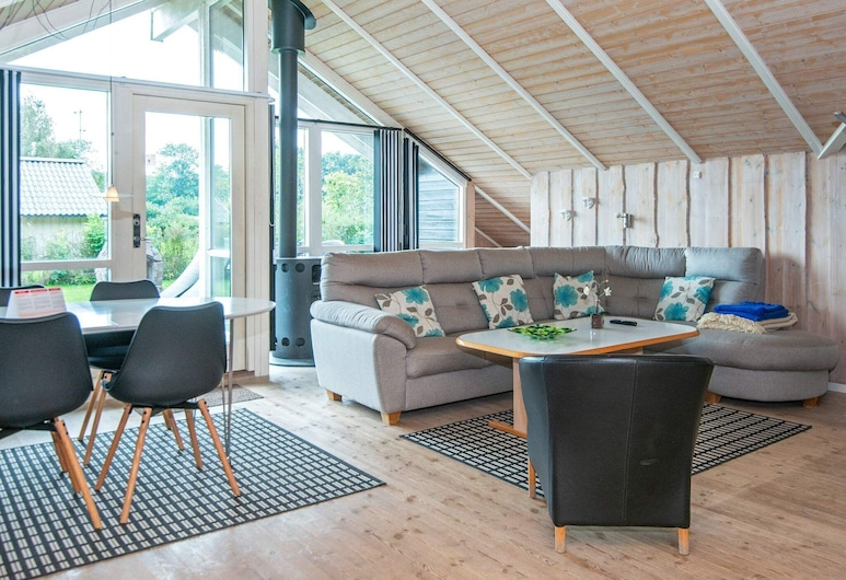 Restful Holiday Home in Sydals With Whirlpool, Sydals, Olohuone