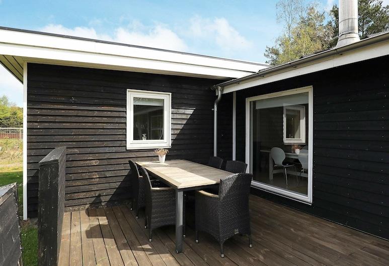 Garden-view Holiday Home in Storvorde Near Sea, Hals, Exterior