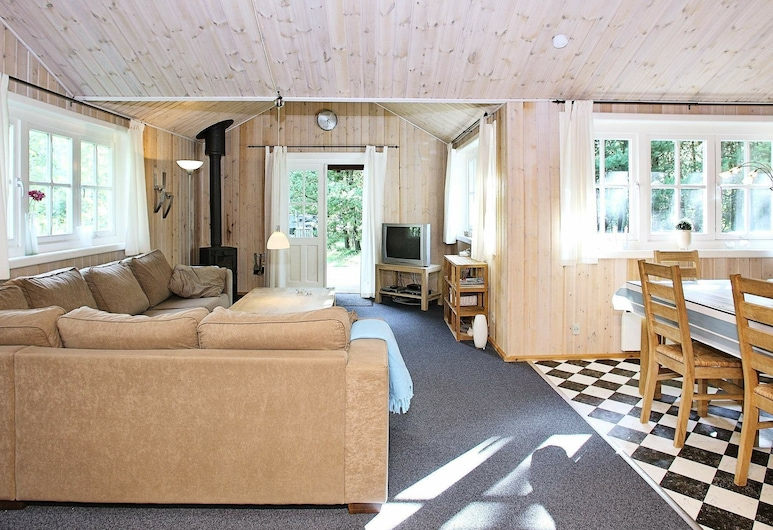 Classic Holiday Home in Hurup With Stereo Unit, Hurup Thy, Wohnzimmer