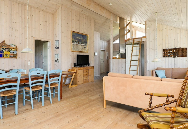 Lovely Holiday Home in Frostrup With Sauna, Frostrup, Living Room