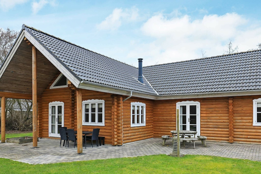 Gorgeous Holiday Home in Vinderup Jutland With Whirlpool