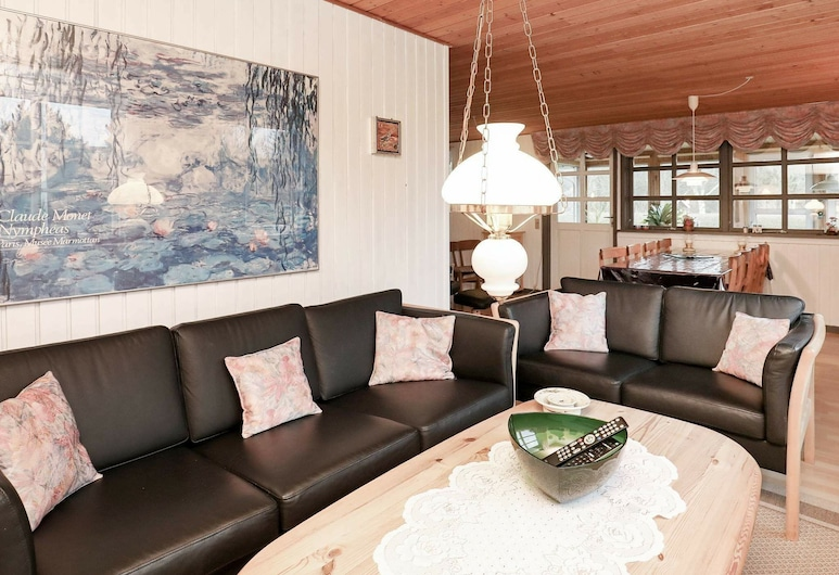 Gorgeous Holiday Home in Thyholm With Terrace, Thyholm, Sala de estar