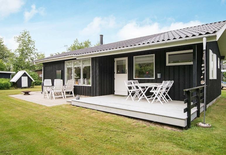 Serene Holiday Home in Grenå Near Sea, Grenaa, Exterior