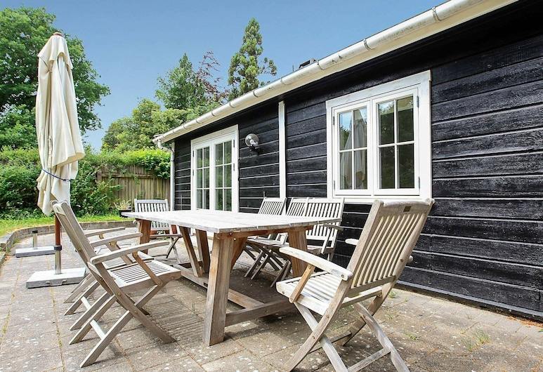 Plush Holiday Home in Hovedstaden With Terrace, Tisvildeleje, Balcony