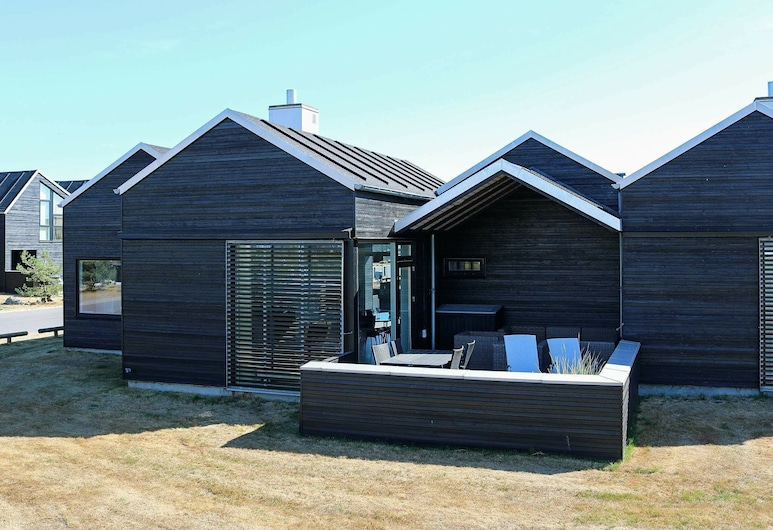 Balmy Holiday Home in Hadsund With Whirlpool, Hadsund, Exterior