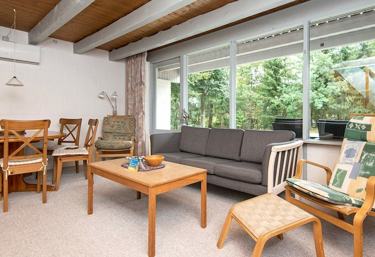 Quirky Holiday Home in Ebeltoft With Terrace, Ebeltoft, Stue