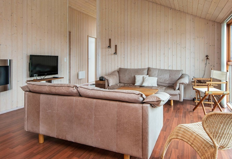 Spacious Holiday Home in Tarm With a Private Whirlpool, タルム, リビング ルーム