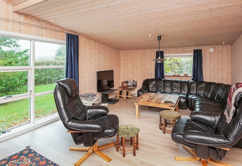 Enticing Holiday Home in Glesborg With Terrace, Glesborg