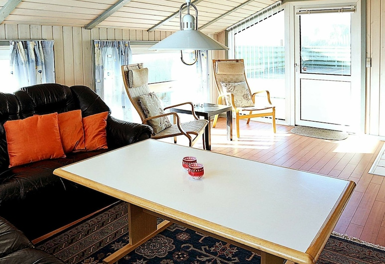 Luxurious Holiday Home in Ringkøbing With Indoor Whirlpool, Ringkobing, Living Room