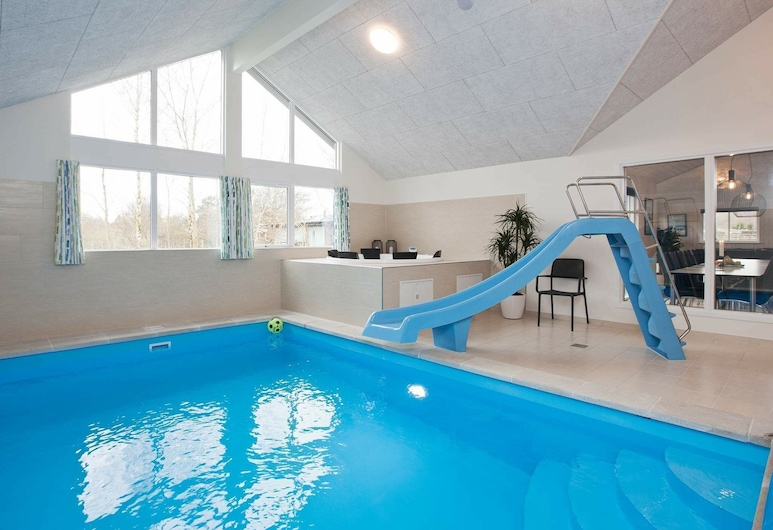 Swanky Holiday Home in Højby With Swimming Pool, Hojby, Bazen