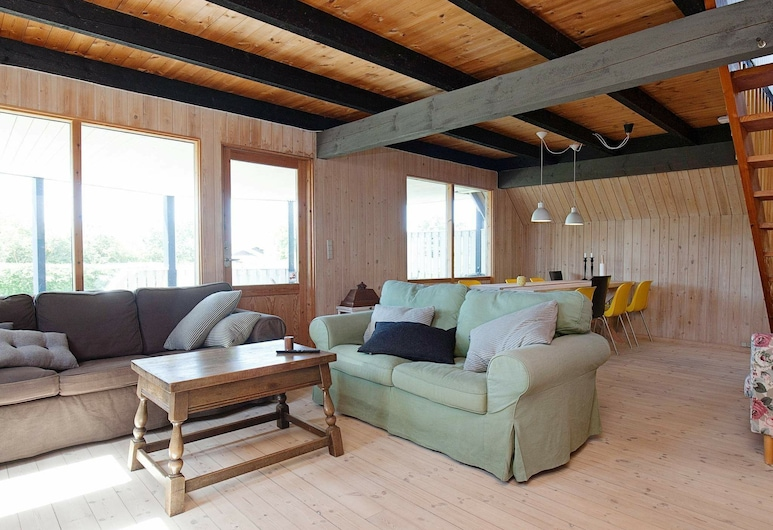 Modern Holiday Home With Roofed Terrace in Slagelse, Slagelse, Nappali
