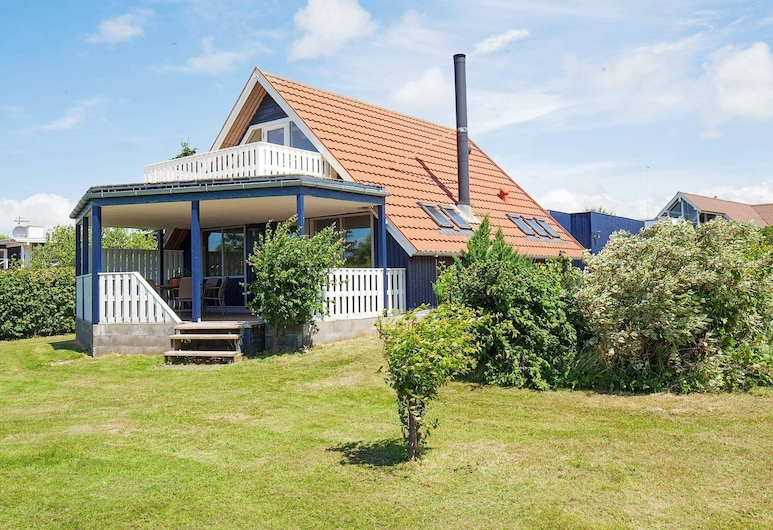 Modern Holiday Home With Roofed Terrace in Slagelse, 斯莱格思