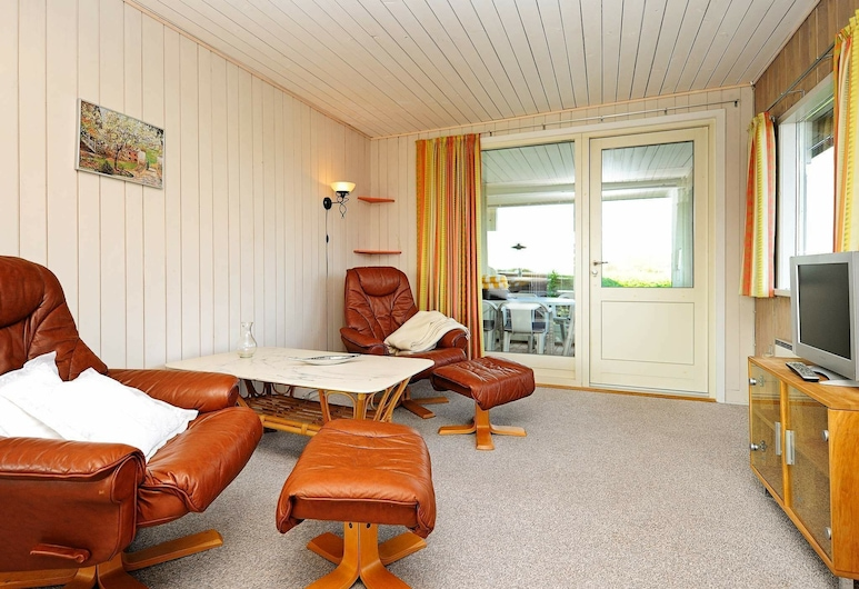 Peaceful Holiday Home in Børkop Near the Sea, Borkop, Room