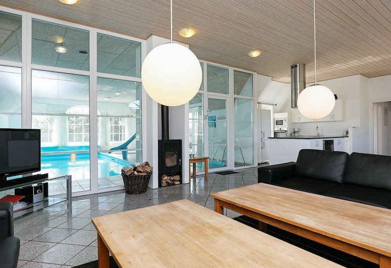 5 Star Holiday Home in Ulfborg, 烏爾夫堡, 客廳