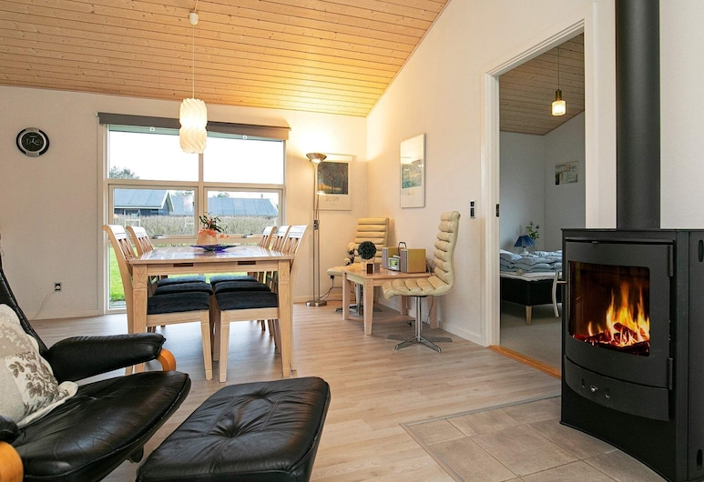 Cozy Holiday Home in Hals With Swimming Pool, Hals, Stue