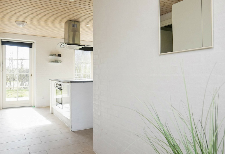 Rustic Holiday Home in Ulfborg With Relaxing Whirlpool, Ulfborg