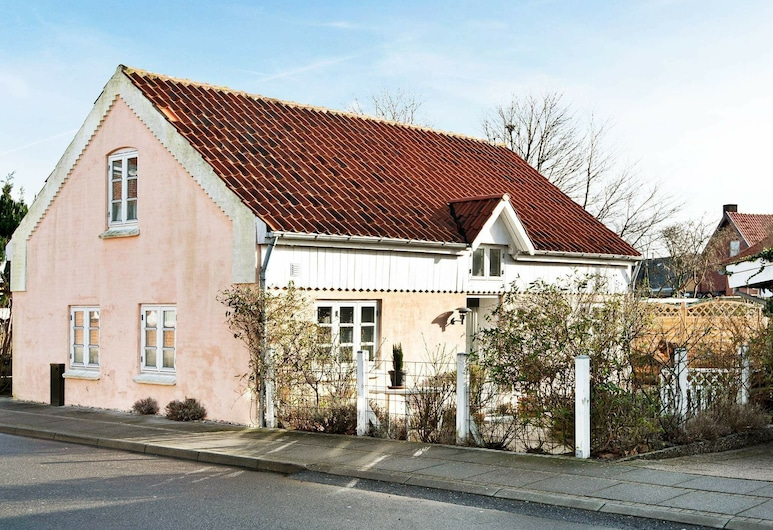 Lively Holiday Home in Juelsminde With Terrace, Juelsminde