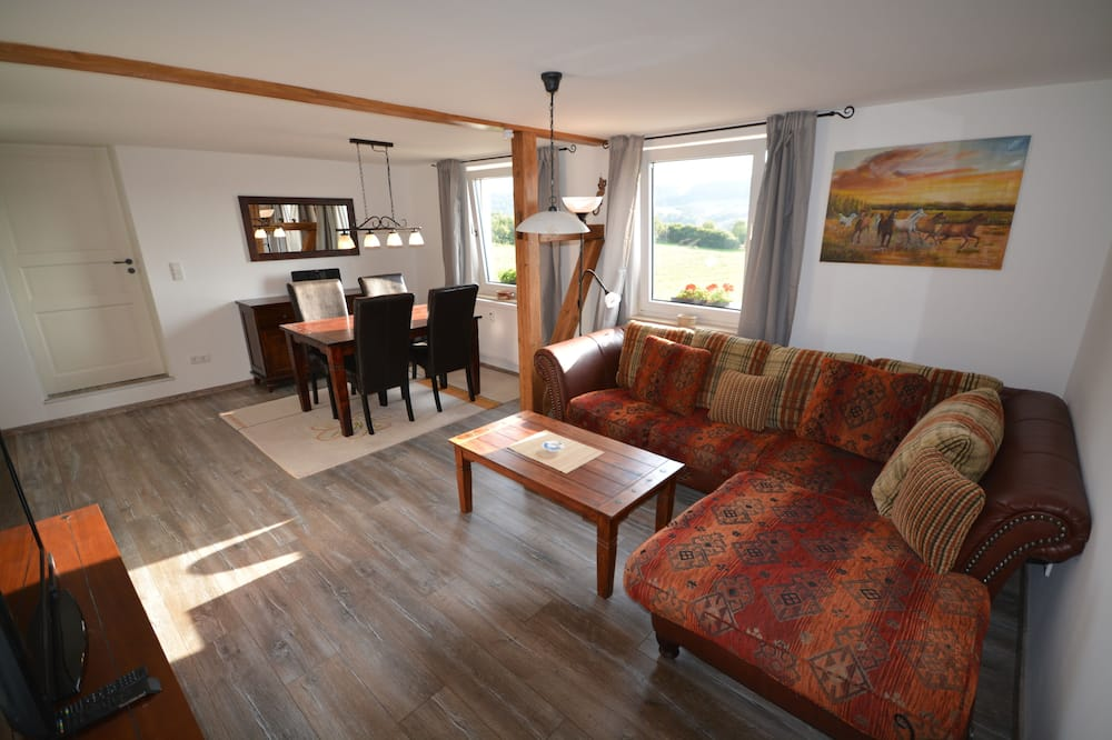 Apartment, 1 Bedroom, Jetted Tub - Living Room