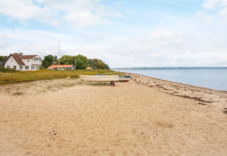 Comfy Holiday Home in Fredericia With Terrace, Borkop, Plage