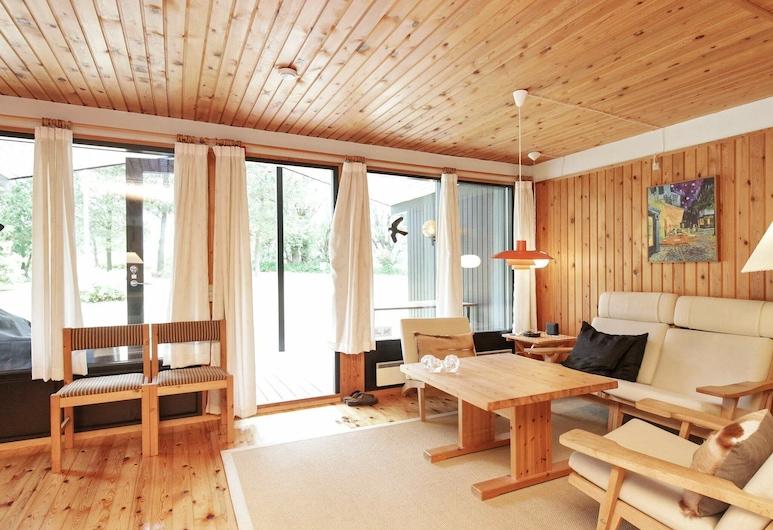 Secluded Holiday Home in Zealand With Terrace, Kalundborg, Sala de estar