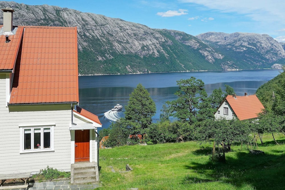 8 Person Holiday Home in Fløyrli