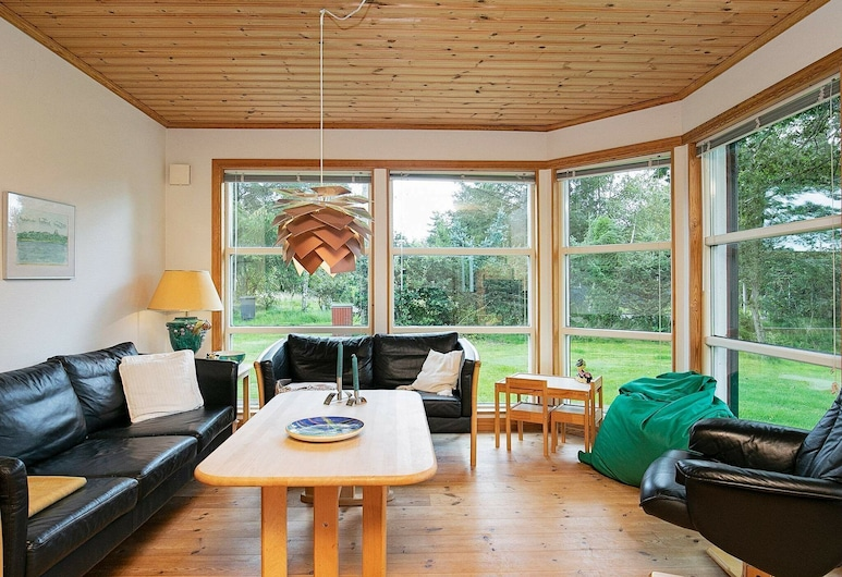 Modern Holiday Home in Hals With Sauna, Hals, Sala de estar