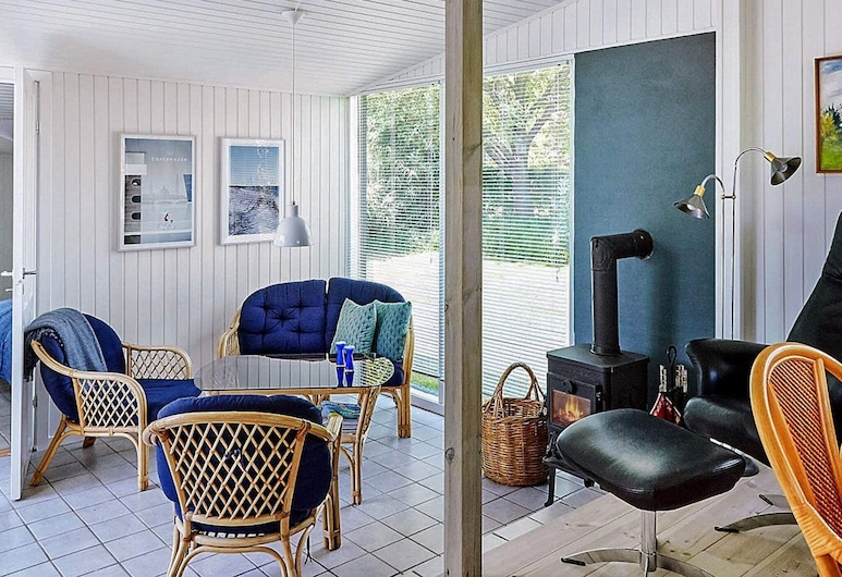 Picturesque Holiday Home in Zealand With Terrace, Gørlev, ห้องนั่งเล่น