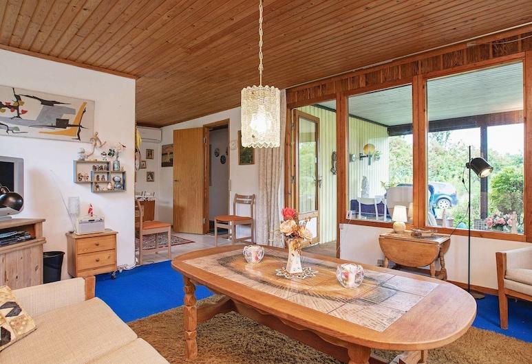 Simplistic Holiday Home in Kalundborg With Terrace, Kalundborg, Dom, Obývačka