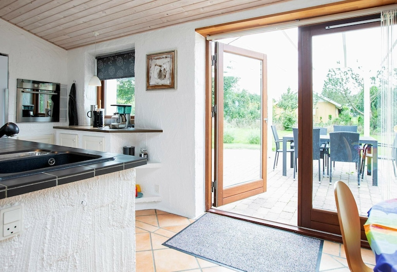 Exquisite Holiday Home in Zealand With Terrace, Kalundborg, Wohnzimmer
