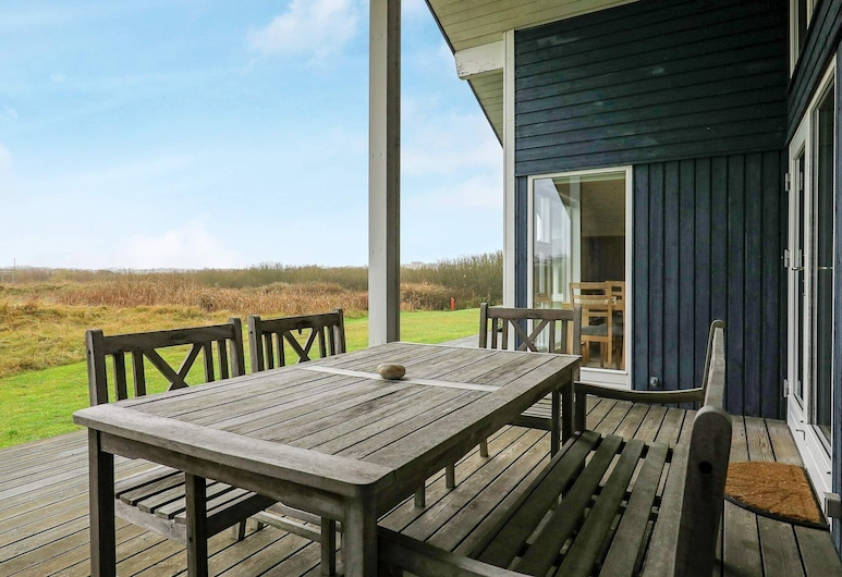 Secluded Holiday Home in Ringkøbing With Terrace, Ringkobing, Balcón