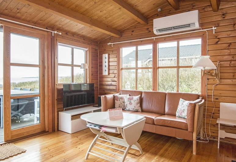 Gorgeous Holiday Home in Lemvig With Terrace, Лемвиг, Гостиная