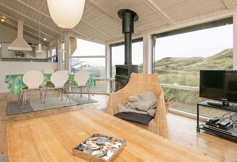 Secluded Holiday Home in Jutland With Sauna, Lokken, Sala de estar