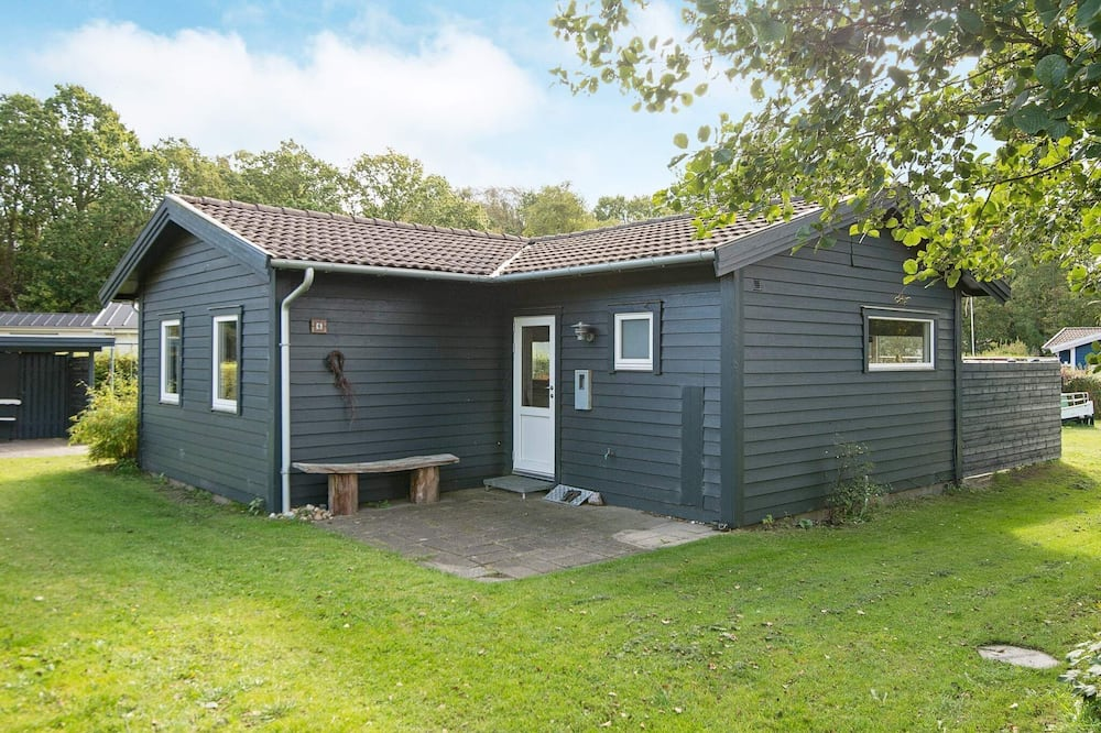 Stunning Holiday Home With Roofed Terrace in Jutland