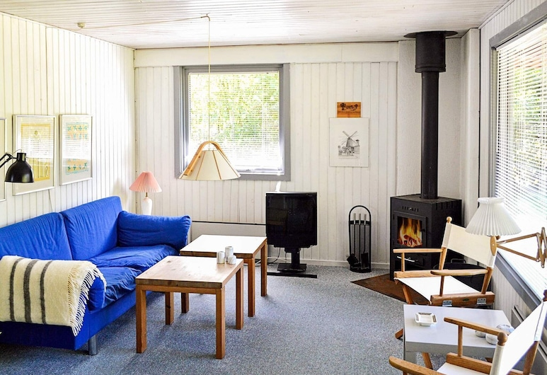 Vibrant Holiday Home in Falster With Roofed Terrace, Vaeggerlose, Stofa