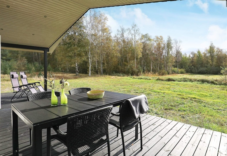 Elegant Holiday Home in Nordjylland With Terrace, Læsø, Varanda