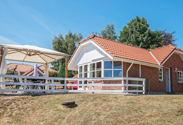 Sunny Holiday Home in Hejls With Terrace, Hejls