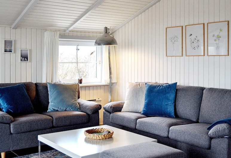 Lively Holiday Home in Fanø With Terrace, Fano, Sala de estar