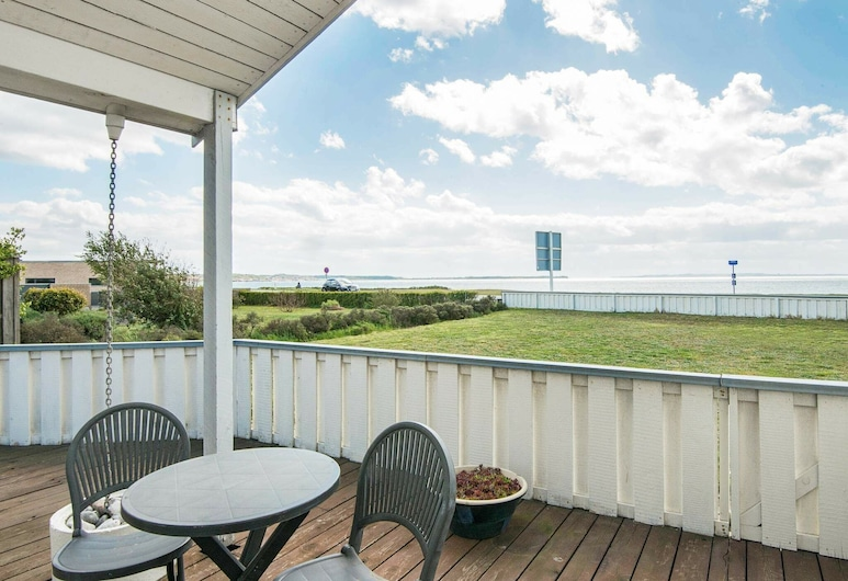 Dreamy Holiday Home in Ebeltoft With Terrace, Ebeltoft, Balkón