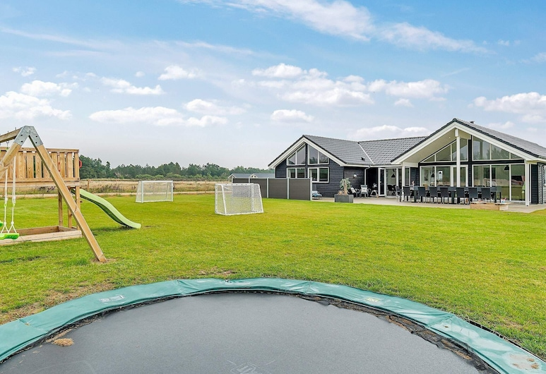 Lavish Holiday Home in Jutland With Swimming Pool, Norre Nebel